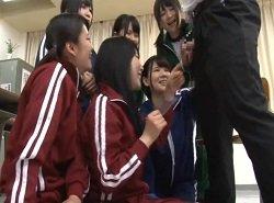 M男のチンポから射精するたびに女子校生たちから歓喜が!