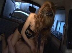 ドSギャルが車内でM男を責めまくり聖水で射精したチンポを洗ってあげる