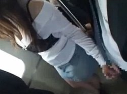 電車内で隣の男のチンポをさり気なく手コキして逆痴漢する痴女