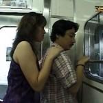 物凄く欲求不満そうな痴女が電車内で手あたり次第に逆痴漢する