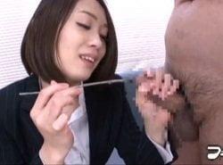 M男の尿道に棒を刺して尿道壁を擦りながら弄ぶ美人OL
