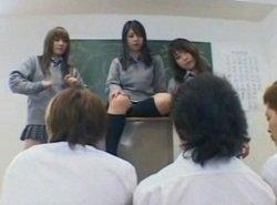卒業式の日に女子生徒達からクンニ地獄される男子生徒