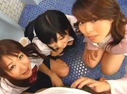 女教師と2人のJKがトイレで男子生徒を喰い倒す