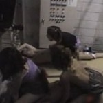 全裸状態で手首を縛られているM男を逆陵辱して弄ぶ3人の痴女