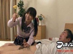 M男の尿道に異物を挿入して反応を楽しむ制服姿のSな美少女
