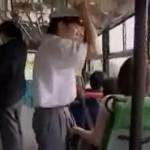 「まさかしてくれるとは…」バスで逆痴漢手コキしてくれた熟女