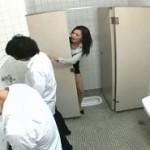 男子便所でオナニーしてた女教師!これから男子生徒を誘惑して…