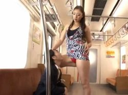 電車でちんぐり返しアナル舐めから亀頭舐め手コキでザーメン搾り取る痴女